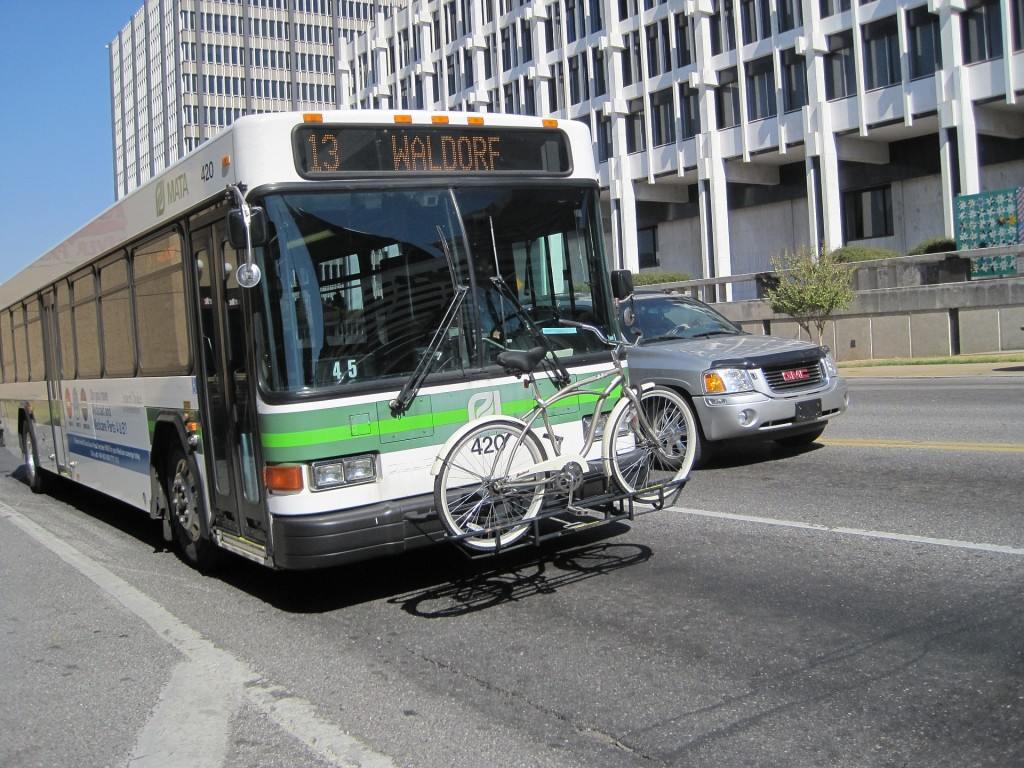 MATA_bus_with_bike_carrier_2010-10-02_Downtown_Memphis_TN