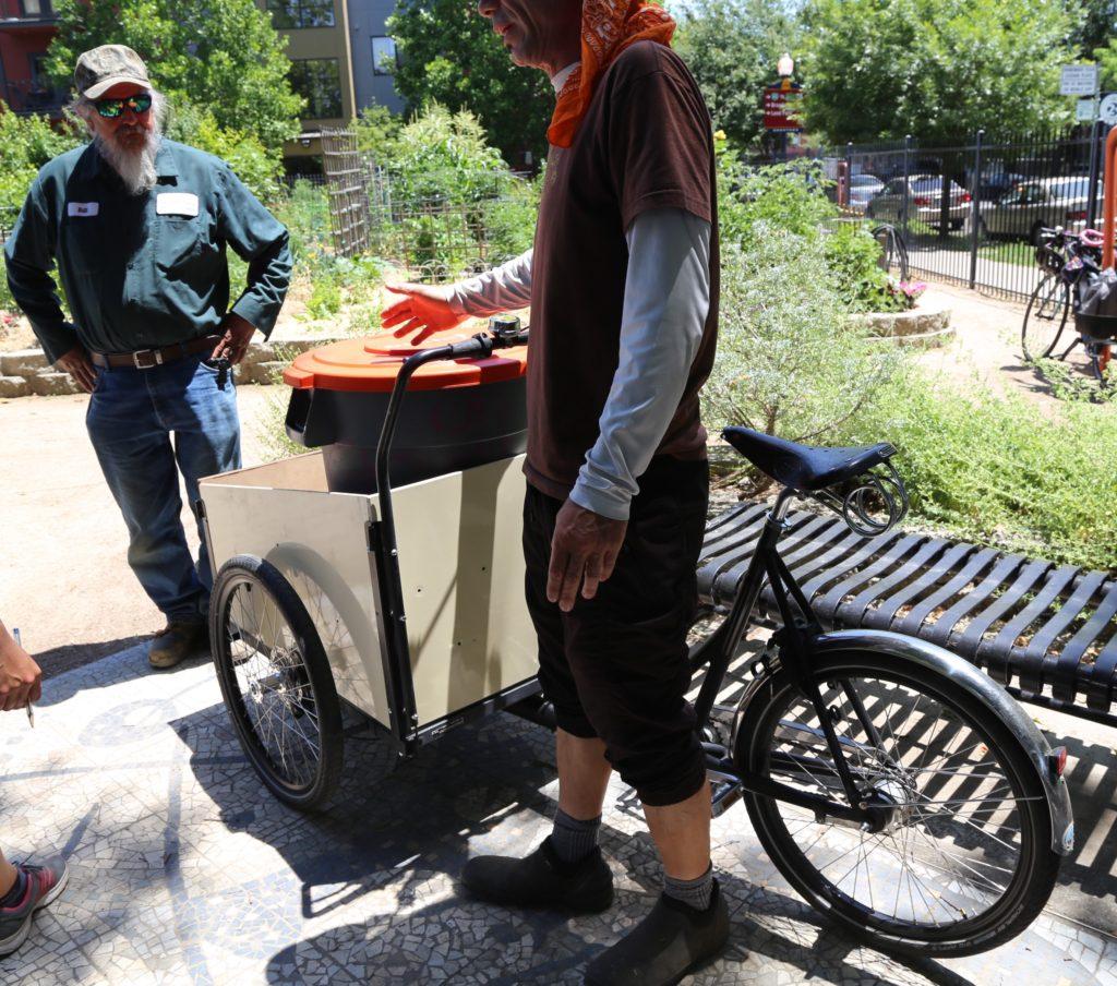 Le vélo de Resoil Sac pour collecter les déchets des restaurants